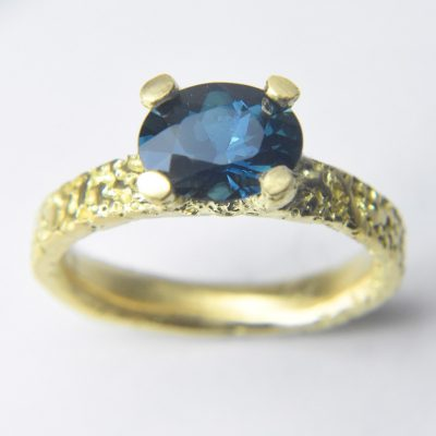 oval_sapphire_ring