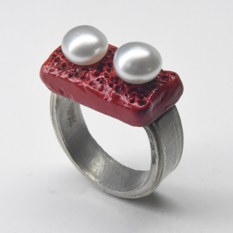 welfe bowyer pearl eyes ring 9ct white gold bronze red enamel keshi pearls